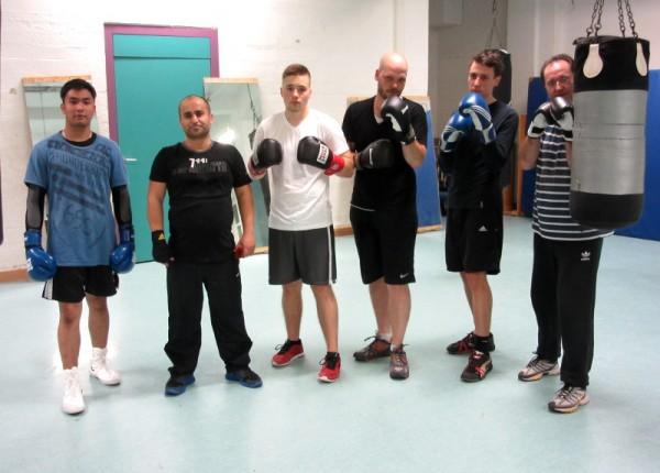 Zäher Sack (rechts) und Frank P. Meyer (2.v.r.) mit Boxern vom Polizeisportverein. Foto: Herrmann Backes