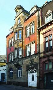 Das Treviris-Haus mit seiner auffälligen Fassade und Dachgestaltung steht seit 1987 unter Denkmalschutz. Fotos: Bettina Leuchtenberg